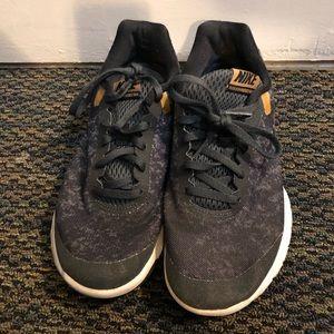 Nike Shoes - Nike flex experience rn 6
